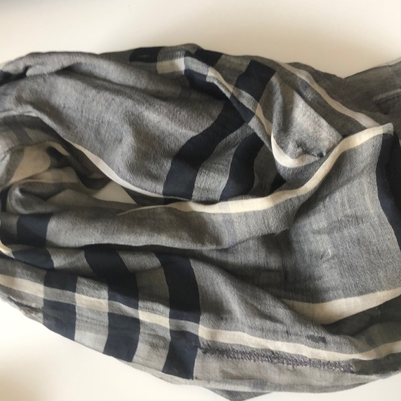 🧣 Authentic Burberry scarf